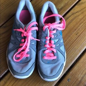 Girls Nike shoes size 6 barely worn
